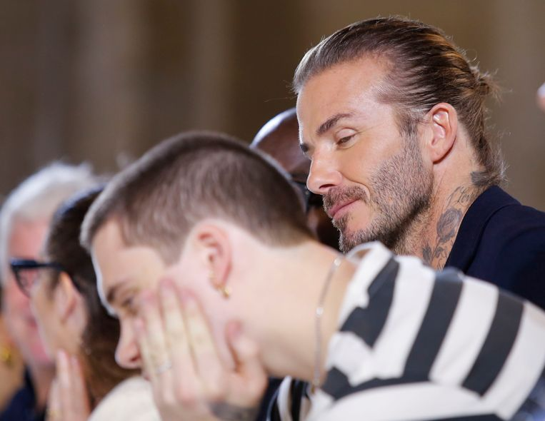 David Beckham en zijn zoon Brooklyn Beckham bij de Victoria Beckham SS18 show tijdens de New York Fashion Week Beeld AFP
