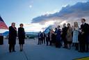 Donald Trump en Melania kregen voor ze aan boord gingen van Air Force One applaus van zijn kinderen Donald jr., Eric, Ivanka en hun partners. Barron was niet te bespeuren.