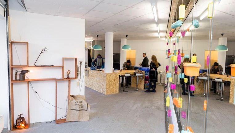 Het eerste Zero Waste Lab van Amsterdam opende maandag zijn deuren aan het Dapperplein Beeld Rink Hof