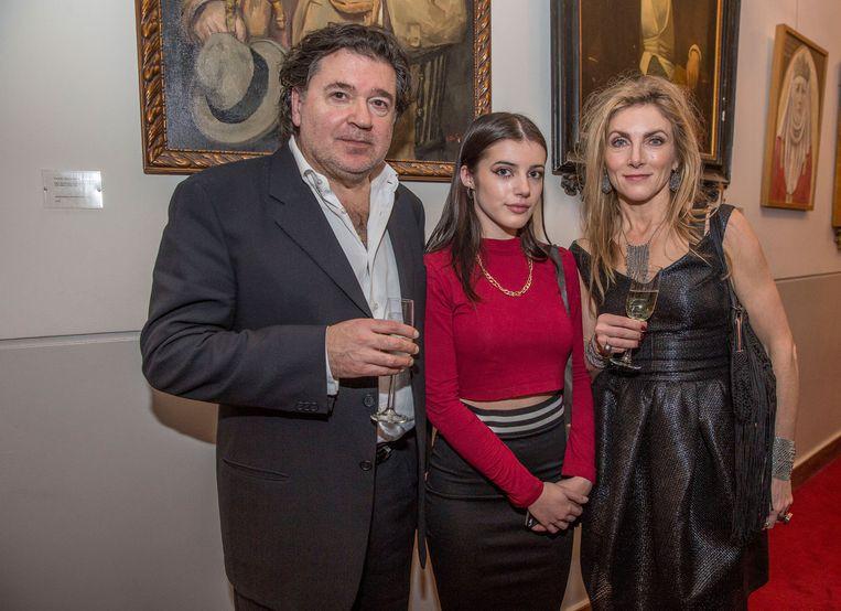 Leon de Winter en echtgenote Jessica Durlacher houden hun 17-jarige dochter en schrijfster Solomonica angstvallig in de gaten. Beeld Amaury Miller