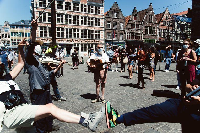 Protest op de Korenmarkt in Gent. Beeld Francis Vanhee