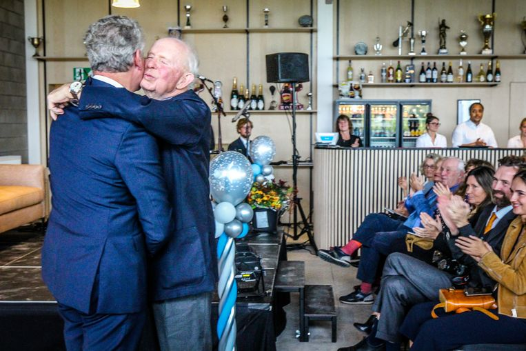 Leopold Lippens krijgt felicitaties van minister Pieter De Crem