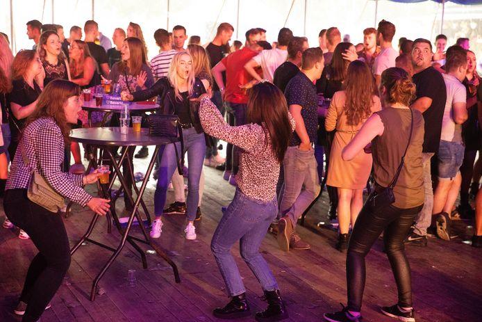 Het is vijf dagen feest op Reusel kermis in manege De Meulenhaoi.