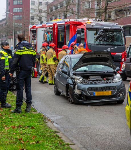 Twee auto's op elkaar gebotst in Roosendaal, twee personen gewond