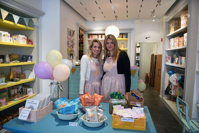 Britt Van Hullebusch (41) en Caroline Selderslag (43) in Villa Popcorn.