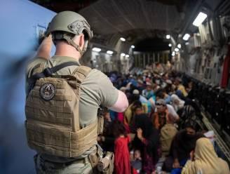 1.500 Amerikanen wachten op evacuatie uit Kaboel, Britse luchtmacht moet nog 2.000 mensen weghalen