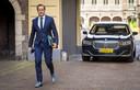 Demissionair minister Hugo de Jonge (CDA) komt aan op het Binnenhof.