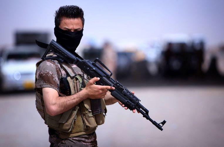 Een Koerdische pershmerga strijder. Beeld afp