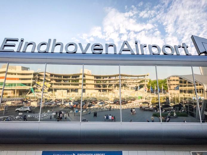 Deel parkeergarage Eindhoven Airport ingestort
