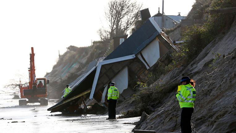Onder andere in Hemsby, in het oosten van Engeland, werden in december vorig jaar talloze huizen opgeslokt door de zee.