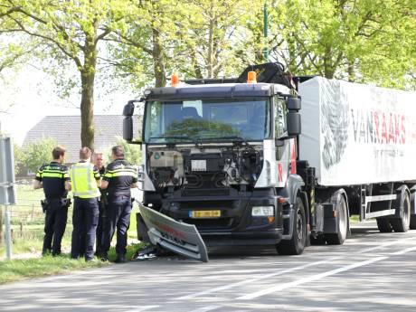 Dode bij aanrijding met vrachtwagen op N225 bij Wageningen