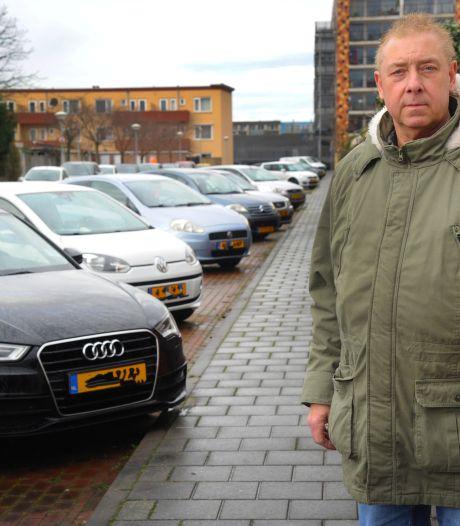 Genummerde parkeervakken Vlissings Hogepad zijn eigenlijk voor bewoners, maar zo werkt het niet