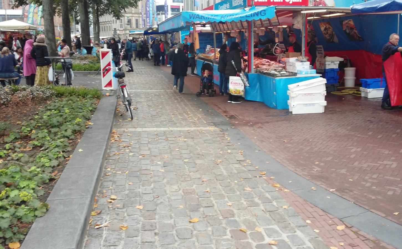 De kinderkopjes op de markt.