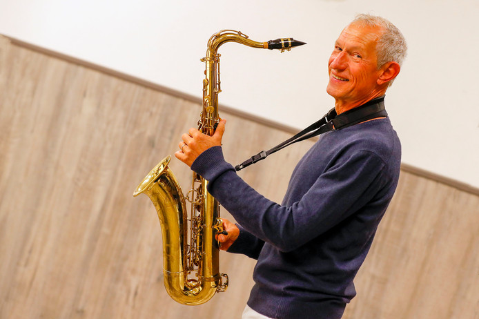 Peter van de Ven speelt al 50 jaar saxofoon bij muziekvereniging St. Cecilia