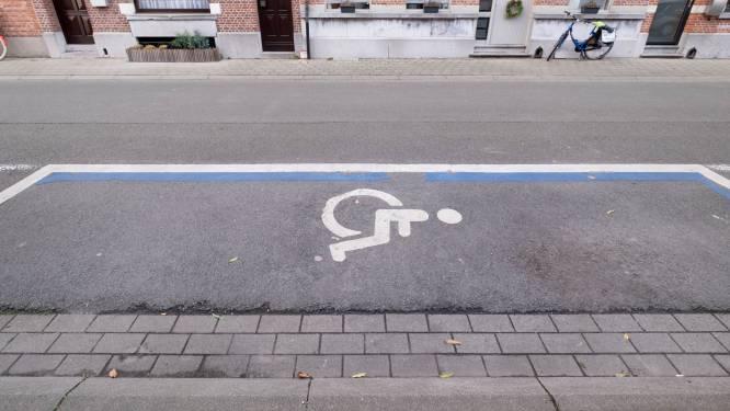 """Elke maand 62 foutparkeerders betrapt op plaats voor mindervaliden: """"Je riskeert een boete van 116 euro"""""""