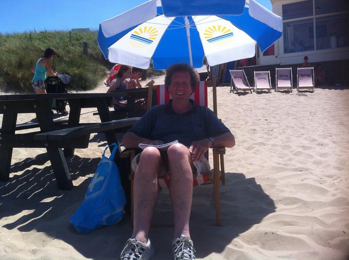 Strand Domburg, 14.00 uur, verslaggever Jan van Damme heeft weer genoeg strand voor de komende tien jaar gezien.