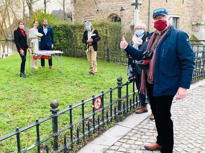 N-VA Brugge houdt trouwpartij aan het Minnewaterpark.