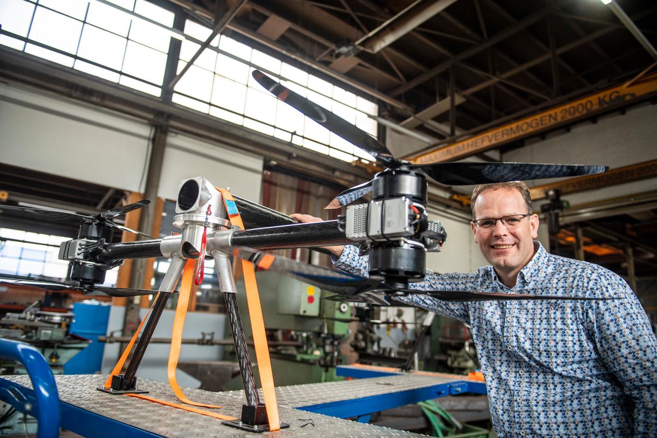 Eelco Osse, directeur van Boessenkool in Almelo, kan niet wachten totdat het sein op groen gaat voor zijn drones.
