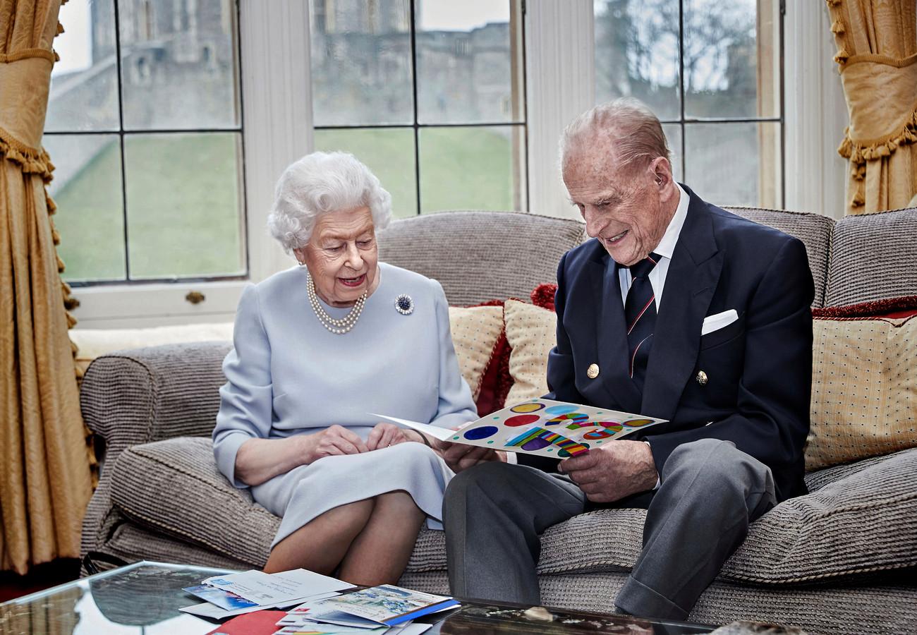 Queen Elizabeth en prins Philip zijn deze kerst op elkaar aangewezen.