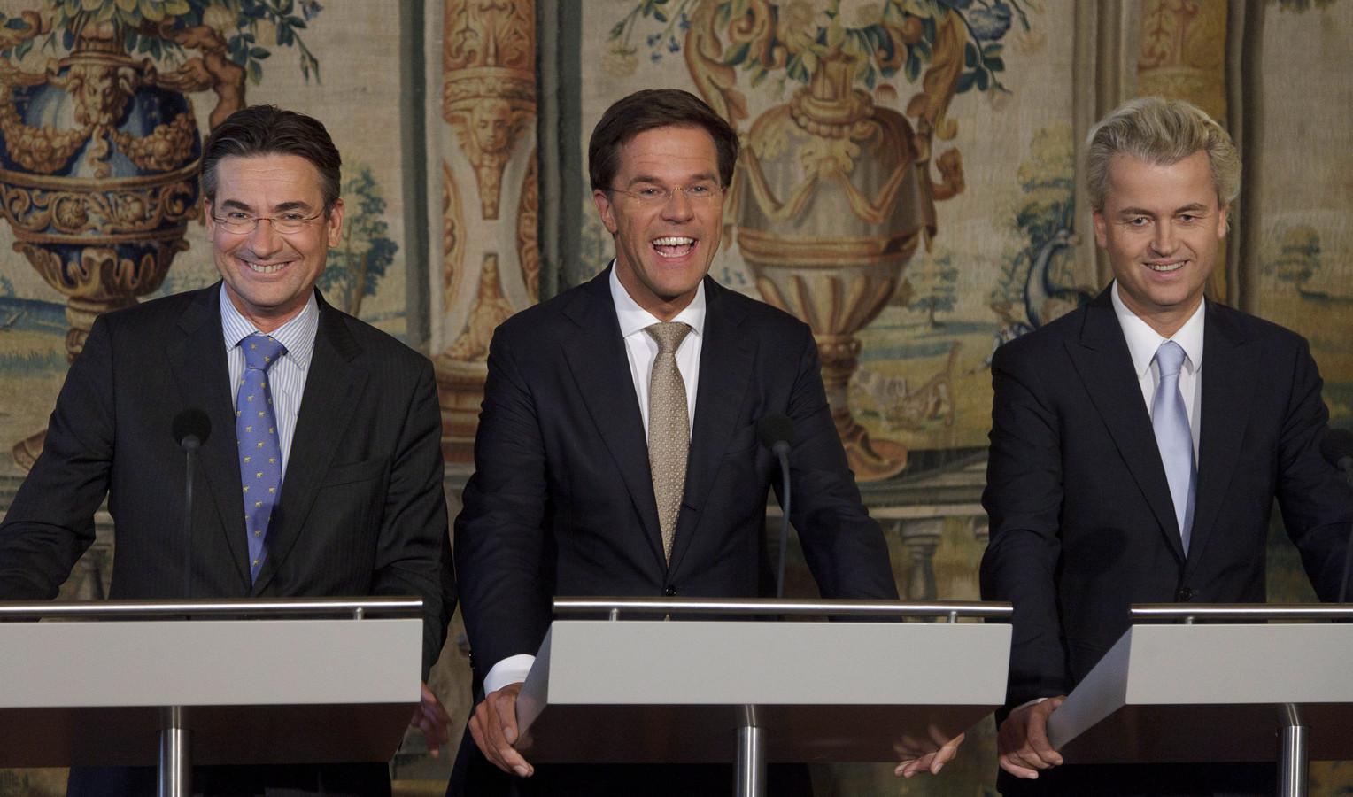 Maxime Verhagen samen met Mark Rutte en Geert Wilders bij de presentatie van de coalitie op 30 september 2010.