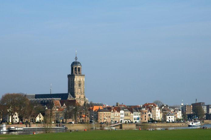 De toren van de Lebuinuskerk in Deventer.