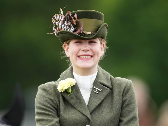 """Lady Louise Mountbatten-Windsor is het nieuwe favorietje van de Queen én het volk: """"Een vergiftigd geschenk"""""""