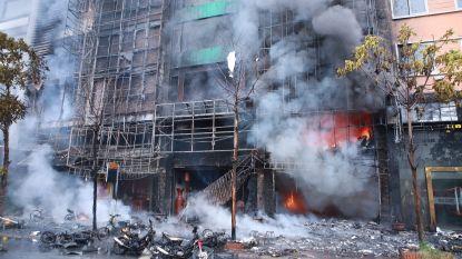 Klant steekt karaokebar in brand: 18 doden