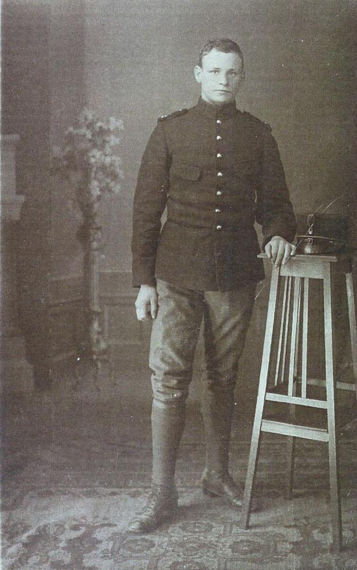 Agent Adriaan Beeke stapte op 15 mei 1940 op een landmijn.