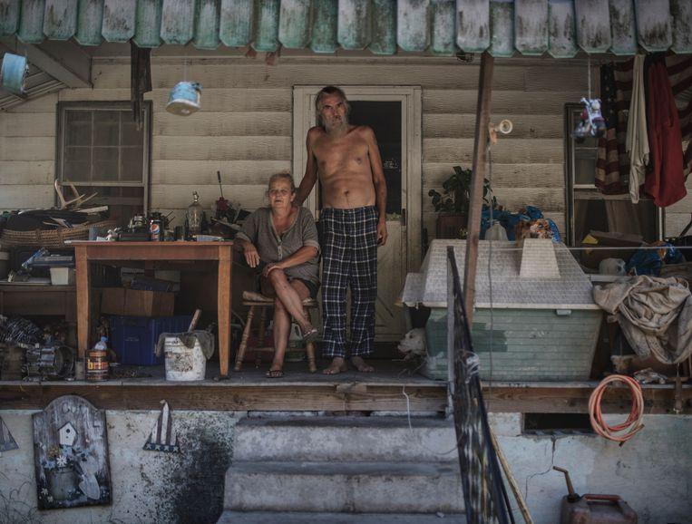 Donna Tottel (54) en Doug Tottel (55) wonen in Fort Creek en voorzien in hun onderhoud met een handeltje in tweedehandsspullen als quads en Chrevolets. Beeld © Espen Rasmussen/Verdens Gang/Panos Pictures