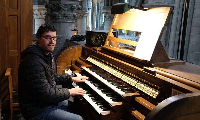 Benjamin Luyckx aan het orgel.