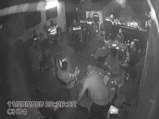 Politie en boa's vallen binnen aan de Slachthuisweg in Hengelo