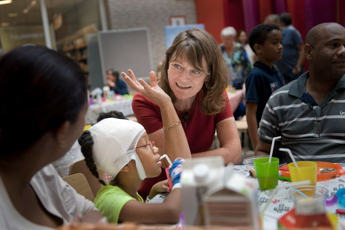 Kinderombudsman Margrite Kalverboer tijdens een werkbezoek aan het Beatrix Kinderziekenhuis in Groningen.