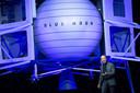 Jeff Bezos presenteert de Blue Moon, een voertuig dat op de maan kan landen.
