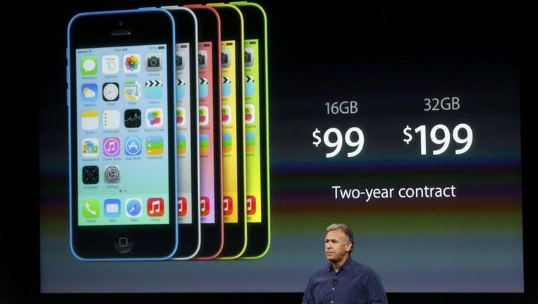 Phil Schiller, vice-president van Apple, geeft tekst en uitleg bij de iPhone 5C. Beeld REUTERS
