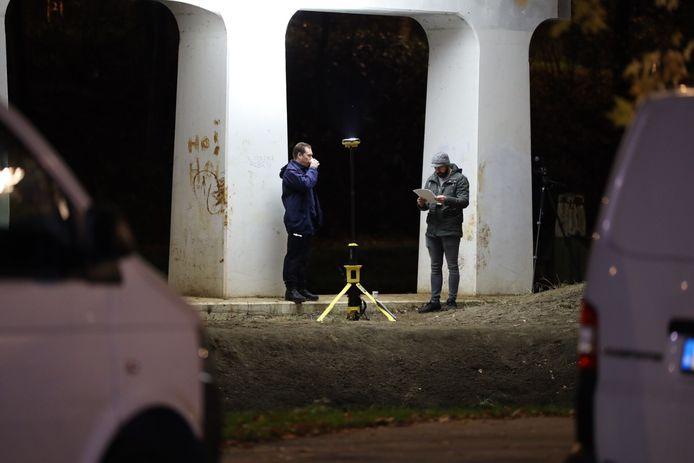 De politie doet onderzoek aan de Parallelweg in Oirschot.