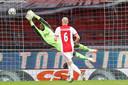Andre Onana redt stijlvol, in het duel met PSV.