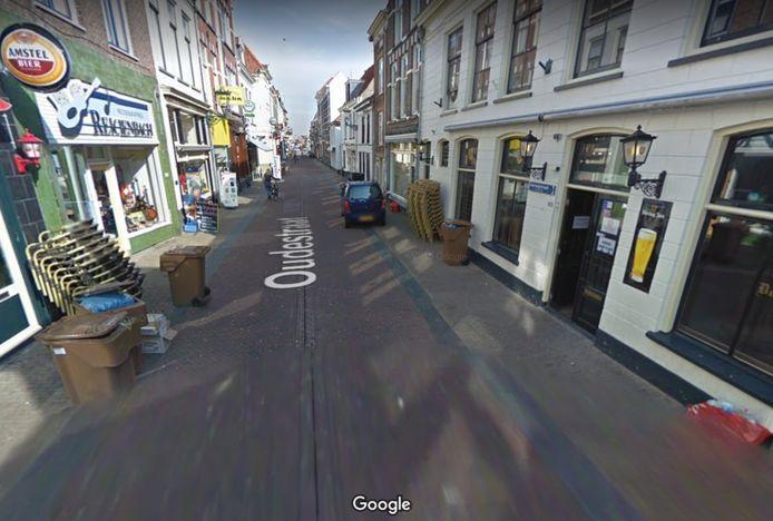 In de Oudestraat waren drie mannen vervelend en agressief, ze werden aangehouden door de politie.