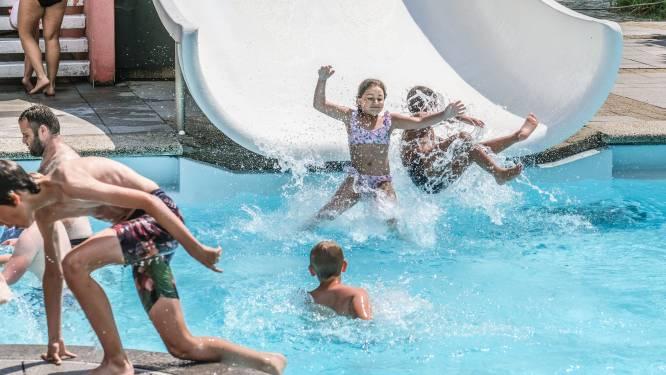 """300 bezoekers op laatste 'eerste dag' in het openluchtzwembad: """"Een stukje nostalgie verdwijnt"""""""