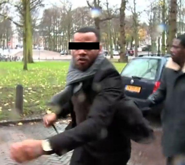 Een screenshot van het fragment waarin Ghosen wordt aangevallen. Beeld Powned