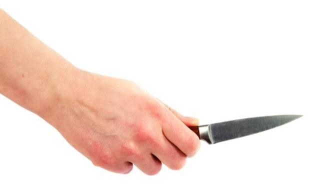 Vrouw (38) die huisarts dag en nacht belaagde nogmaals veroordeeld: ze haalde met mes uit naar OCMW-bediende