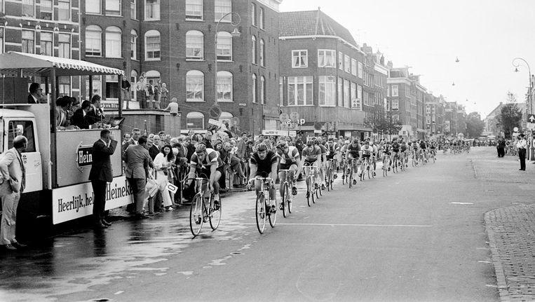 De Hartjesdagronde, hier in augustus 1971, startte op de Dappermarkt Beeld Nationaal Archief
