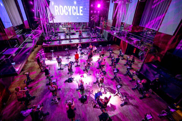 Bij de Amsterdam Escape Club wordt niet gedanst maar gesport.  Foto door Raymond Rotting / de Volkskrant