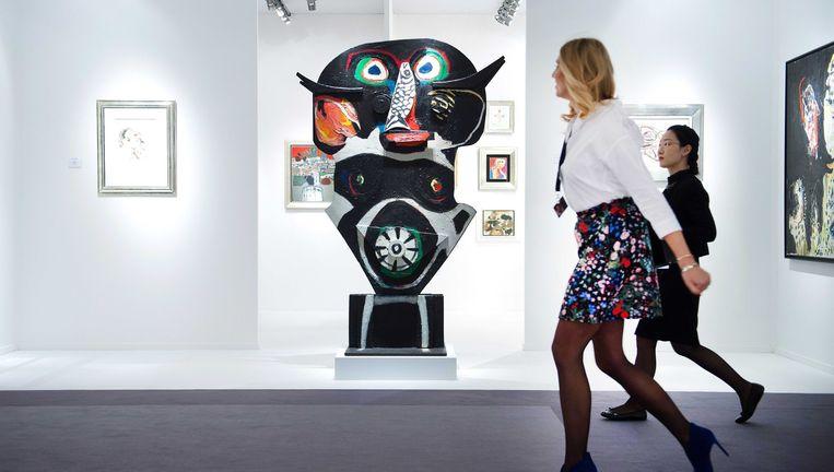 'La Vierge Noire' van Karel Appel is een van de 35.000 schilderijen die op Tefaf te koop zijn. Beeld epa