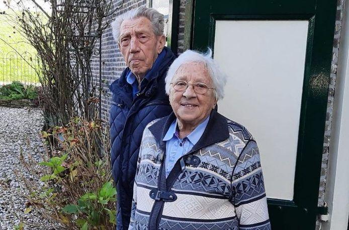 Arie (90) en Tiny (86) Bijl: 'Je bent vanzelf zestig jaar aan de gang'.