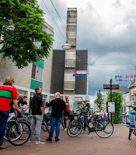 Met oersupporter op de fiets langs rijke historie van NEC: 'Knijp de rem in jongens, 't git herd hier