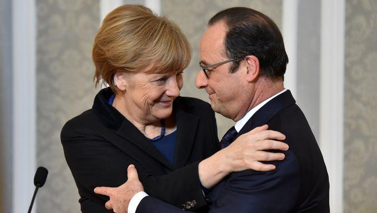 Merkel en Hollande na het aankondigen van het staakt-het-vuren. Beeld AFP