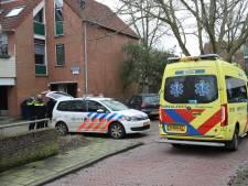 Twee personen aangehouden na vermoedelijke steekpartij in Nieuw Waldeck, op straat ligt veel bloed