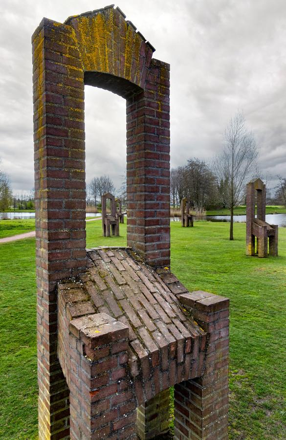 Het kunstwerk in het park in Gemert.