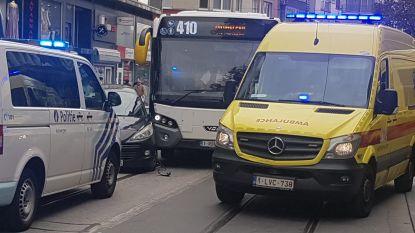 Verkeershinder in Carnotstraat door aanrijding met bus