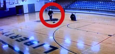 Le concierge d'un collège fait le buzz après avoir marqué un panier incroyable